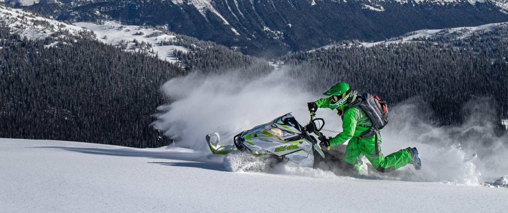 Snowmobiling in Valemount